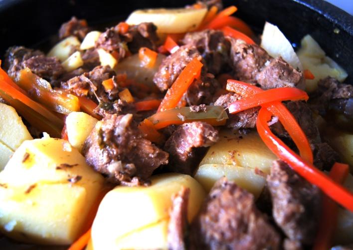 cozido de carnes e legumes